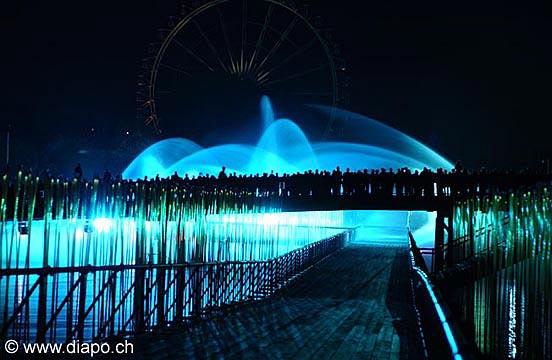 84 - Arteplage de Neuchâtel de nuit