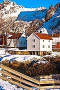 11140 - Photo :  Norvège,  Arctique, îles Lofoten, village de svolvaer sur l\'île de Austvagoy