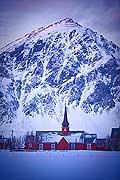 11209 - Photo :  Norvège,  Arctique, îles Lofoten, comté de Nordland, Ile Flakstadoy, église en bois de Flakstad.
