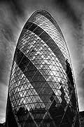 5040 - Photo : Londres, Angleterre - building Swiss Re, 300 millions de livres...