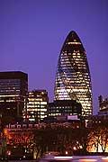 5044 - Photo : Londres, Angleterre - building Swiss Re, 300 millions de livres...