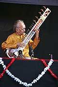 7718 - Photo de musique, spectacle et concert : Ravi Shankar - Paléo festival de Nyon - 2005