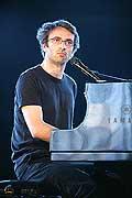 7732 - Photo de musique, spectacle et concert : Vincent Delerm au Paléo festival de Nyon - 2005