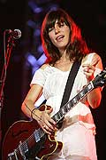 8020 - Photo de musique, spectacle et concert : Feist au Paléo festival de Nyon - 2005