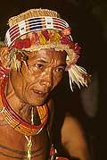 9418 - Photo : Hommes-fleurs, Mentawais, île de Siberut, Indonésie