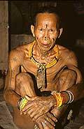 9465 - Photo : Hommes-fleurs, Mentawais, île de Siberut, Indonésie