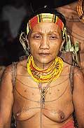 9469 - Photo : Hommes-fleurs, Mentawais, île de Siberut, Indonésie