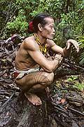 9478 - Photo : Hommes-fleurs, Mentawais, île de Siberut, Indonésie