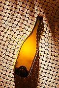 9623 - Photo : bouteilles de vins, bouchons - bottles wines